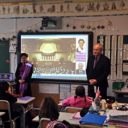 L'utilisation du tableau numérique en milieu scolaire et les sénateurs Catherine Procaccia et Christian Cambon